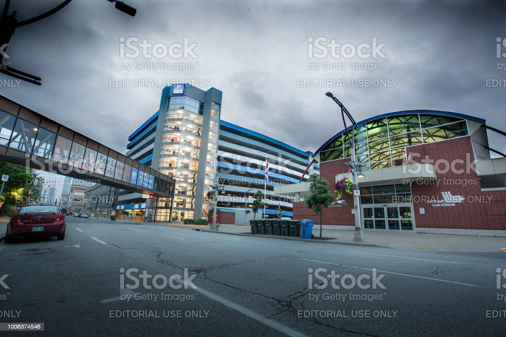 Terminal de trânsito e centro da cidade, estacionamento de Windsor - foto de acervo