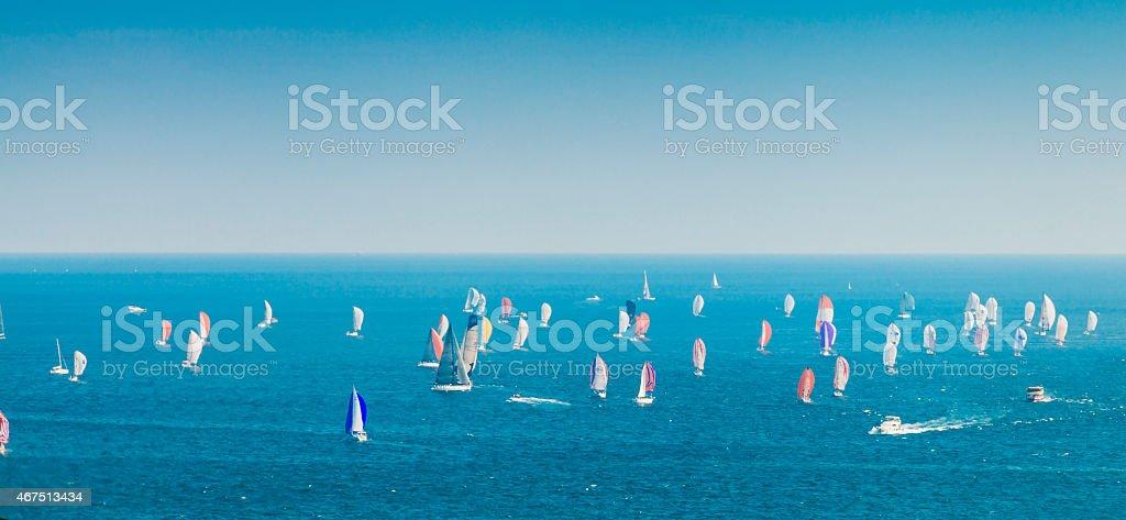 Windsurfing race on sea foto