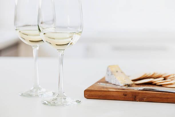 Wein und Käseplatte – Foto