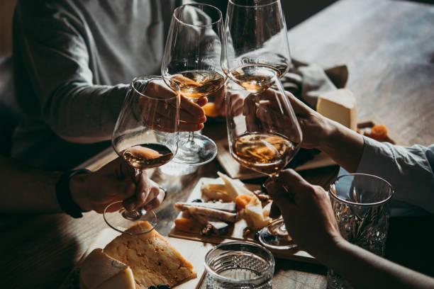 bar de vinhos - queijo - fotografias e filmes do acervo