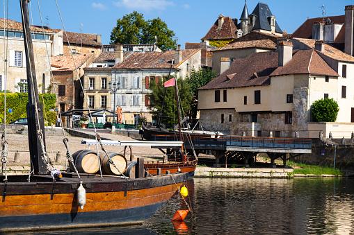 wine barrels traditional gabarre boat quayside port Bergerac Dordogne France