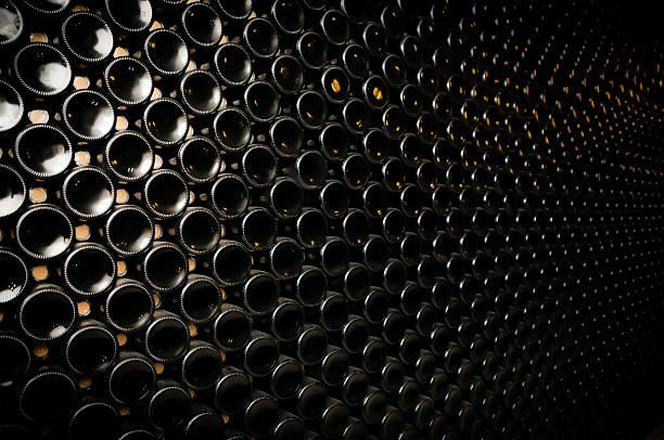 Flasche Wein im Weinkeller – Foto