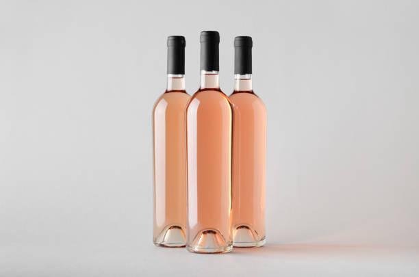 weinflasche mock-up-drei flaschen - mini weinflaschen stock-fotos und bilder