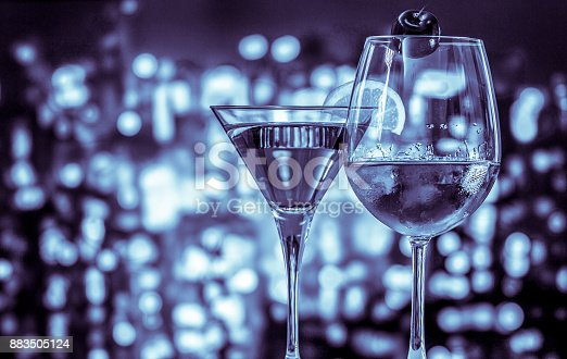 istock Wine glass on the circle light bokeh background with blue color 883505124