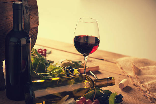 wine glass with grape,wine barrel and  wine cask on the table – Foto