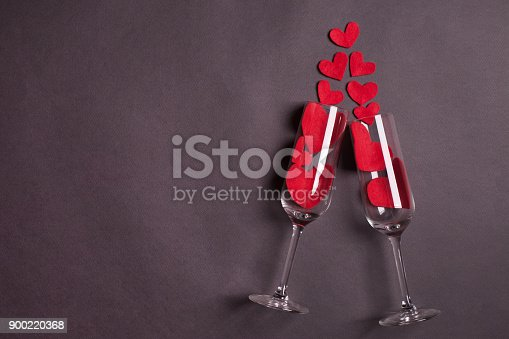 istock Wine glasses with red heart on dark gray background 900220368