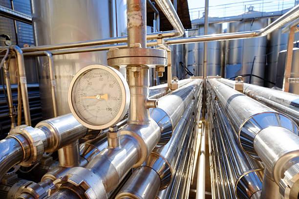 wine making industry - keller organisieren stock-fotos und bilder
