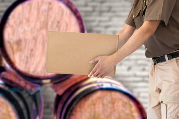 vin transport - wine box bildbanksfoton och bilder