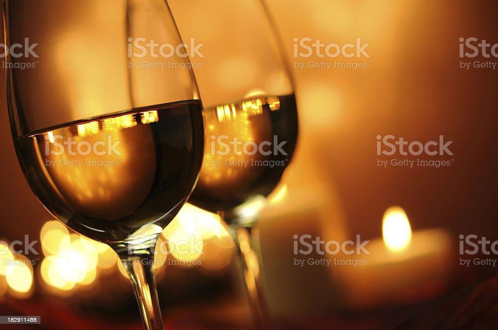 Wein mit Kerze und Christmas Lights Lizenzfreies stock-foto