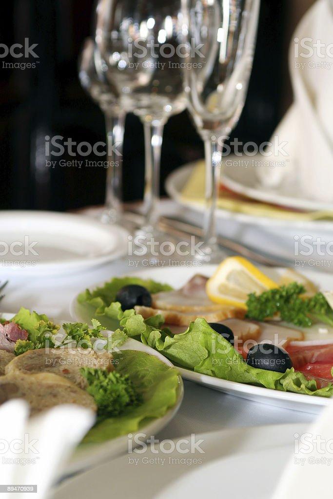 Винный бокал и блюд в ресторане Стоковые фото Стоковая фотография