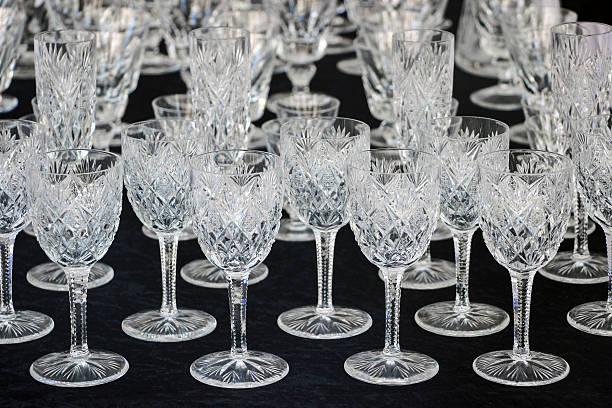 wineglasses on black table – Foto