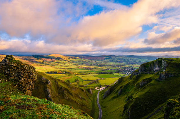 winnats pass, peak district - brant fysisk beskrivning bildbanksfoton och bilder