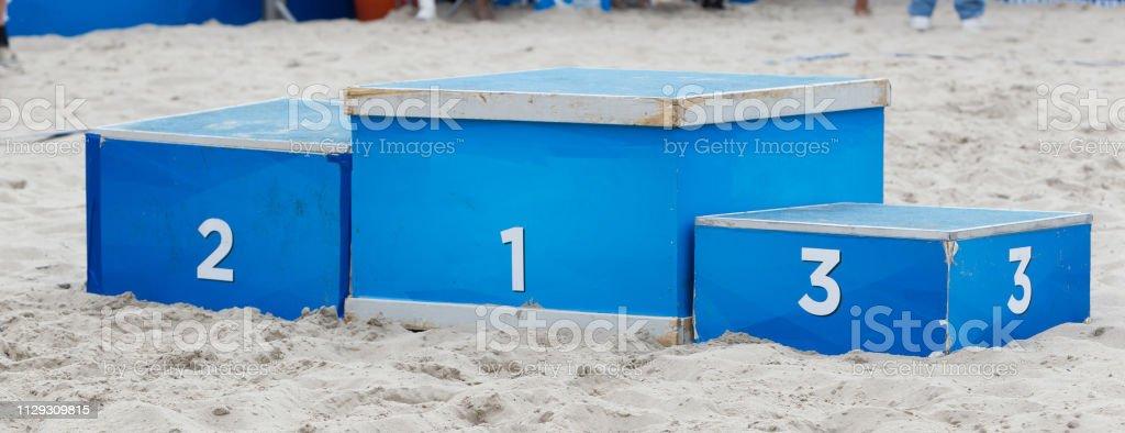 Sieger, Podium im sand – Foto