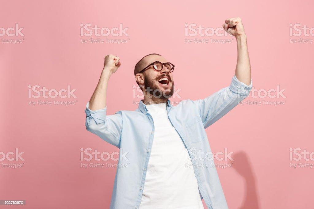 Ganhar sucesso homem feliz em êxtase celebrar ser um vencedor. Dinâmica energética imagem do modelo masculino foto de stock royalty-free