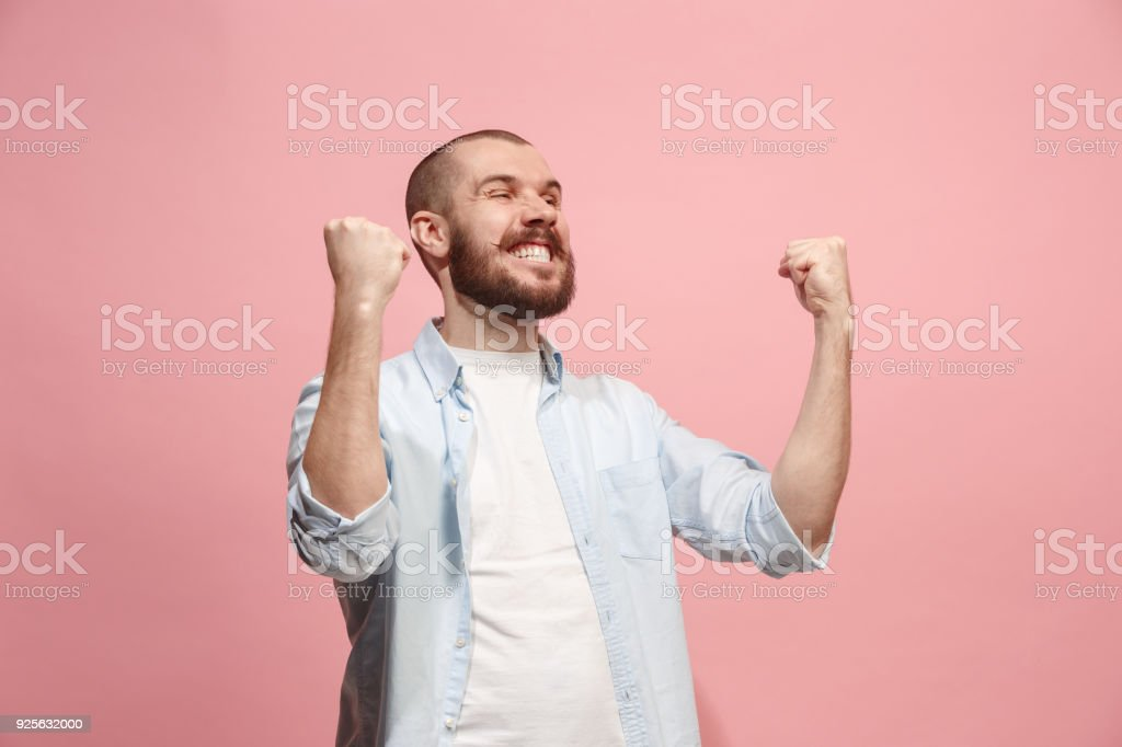 Ausgezeichneten Erfolg Mann glücklich ekstatischen feiert, ein Sieger. Dynamische energetische Bild des männlichen Modells – Foto