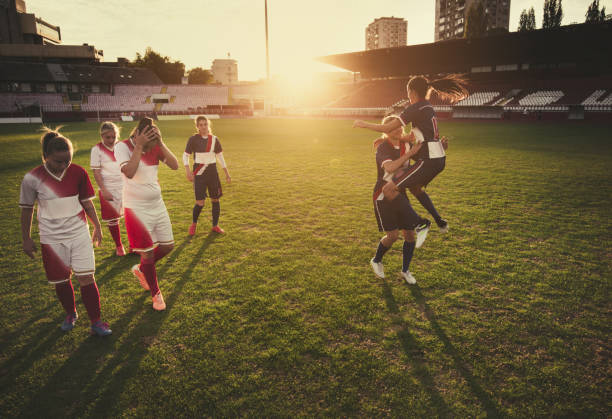 vs. verlieren auf frauen fußballspiel zu gewinnen! - niederlage stock-fotos und bilder