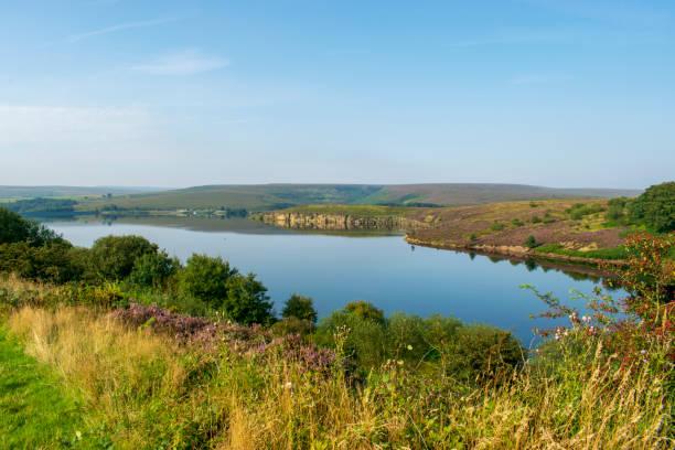 winscar reservoir, dunford bridge, peak district national park, pennines, south yorkshire, england. - yorkshire meridionale foto e immagini stock