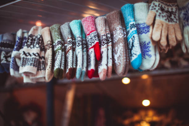 Winter accessories at Christmas fair – Foto