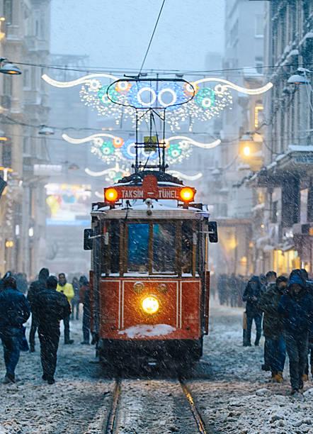 winter and red tram in istiklal street, beyoglu, istanbul. - linea tranviaria foto e immagini stock