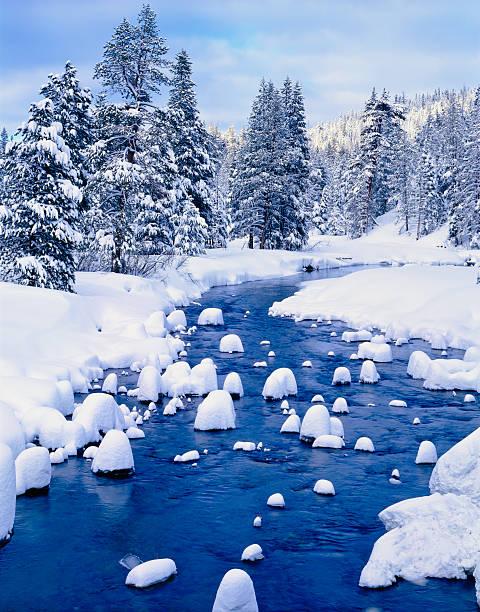 winter in lake tahoe, california - lake tahoe winter stock-fotos und bilder