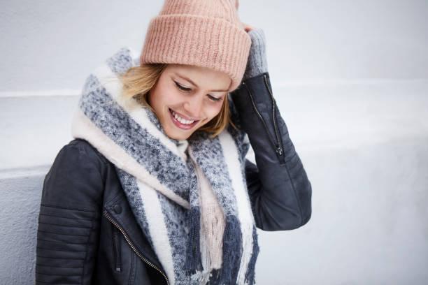 winter beauty  - winterjacke lang damen stock-fotos und bilder