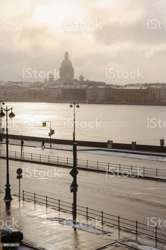 Winter cityscape with the sun, frost and fog. Saint Petersburg in Winter. Cold winter day in Russia. Sunrise at january - Royalty-free Abandoned Stock Photo