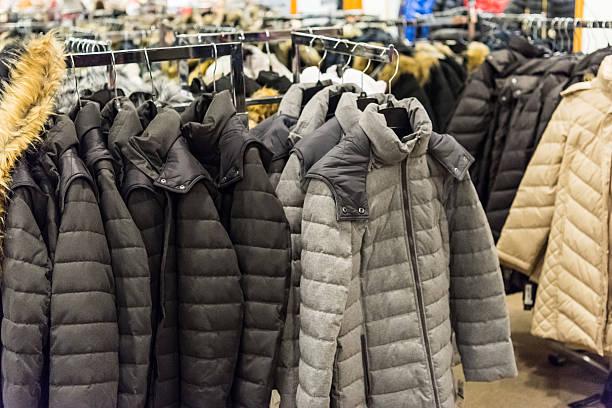 winter coats for sale - 冬天大衣 個照片及圖片檔