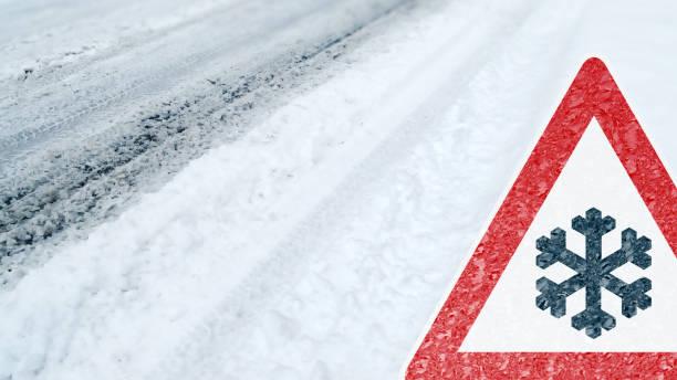 conducción - precaución - riesgo de nieve y el hielo de invierno - tiempo atmosférico fotografías e imágenes de stock