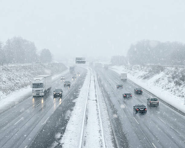 winter driving - commuter traffic - environmental consciousness stock pictures, royalty-free photos & images