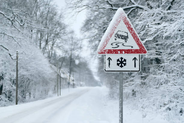 Winter Driving - Heavy snowfall on a country road. Driving on it becomes dangerous … Heavy snowfall on a country road. Driving on it becomes dangerous … slippery stock pictures, royalty-free photos & images