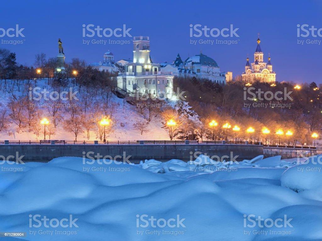 Winterabend in Chabarowsk. Der Blick vom Fluss Amur. – Foto