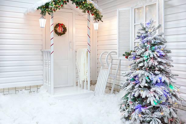winter exterior of a country house with christmas decorations - vorbau dekor stock-fotos und bilder