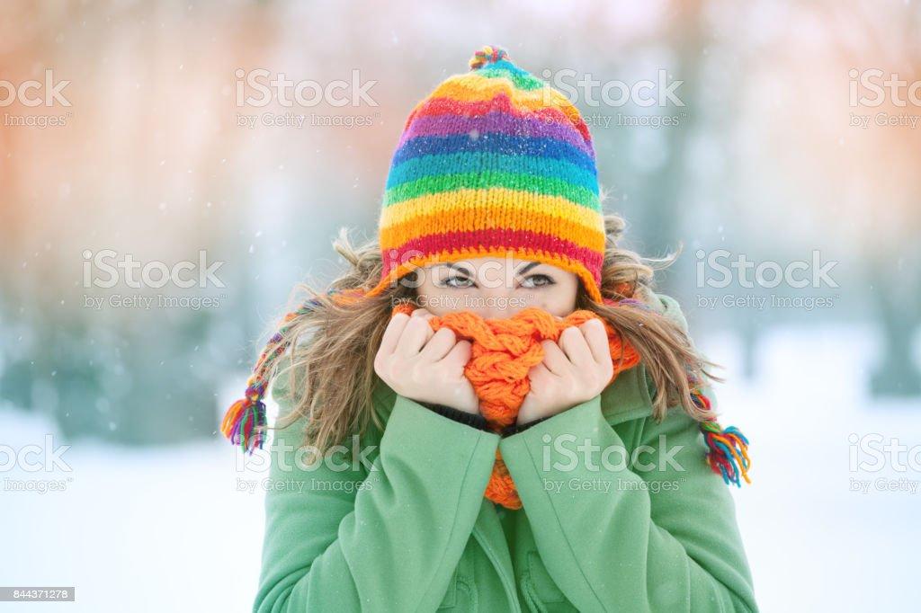 Chica en invierno - foto de stock