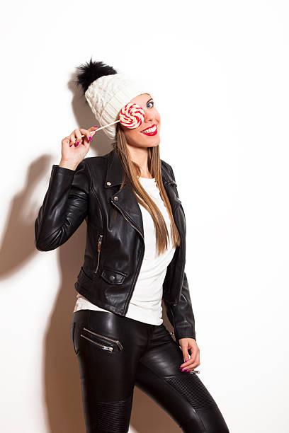 winter mädchen mit lutscher - leder leggings stock-fotos und bilder