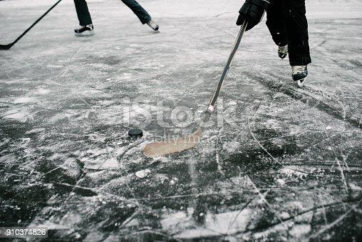 istock Winter hockey fun 910374826
