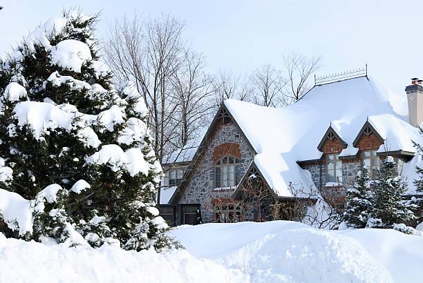 Winter house nach Schnee Sturm – Foto