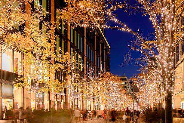 winter illumination in tokyo near marunouchi - japanische lampen stock-fotos und bilder