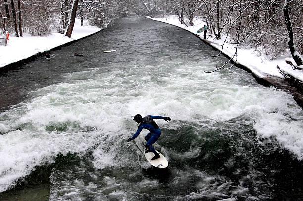 winter in münchen, deutschland - münchen weather stock-fotos und bilder