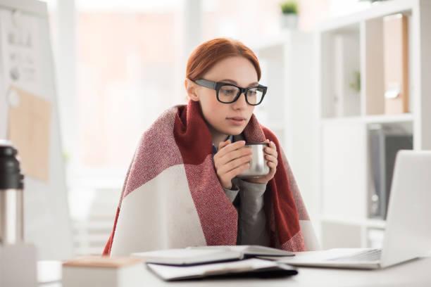 冬天在辦公室 - 寒冷的 個照片及圖片檔