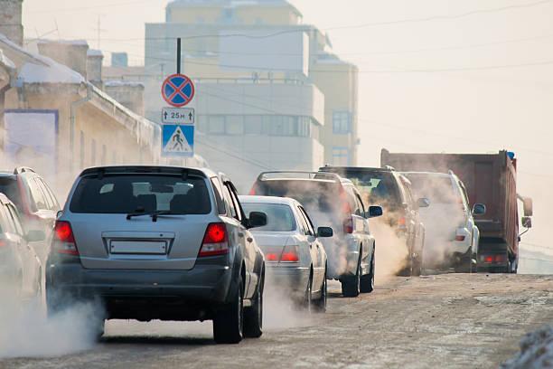 invierno en la ciudad - contaminación ambiental fotografías e imágenes de stock