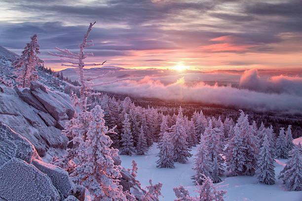 winter landscape in mountains at sunrise - siberië stockfoto's en -beelden