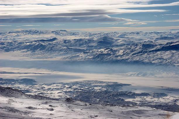 겨울맞이 마운틴의 하띤-이란에 테두리 스톡 사진