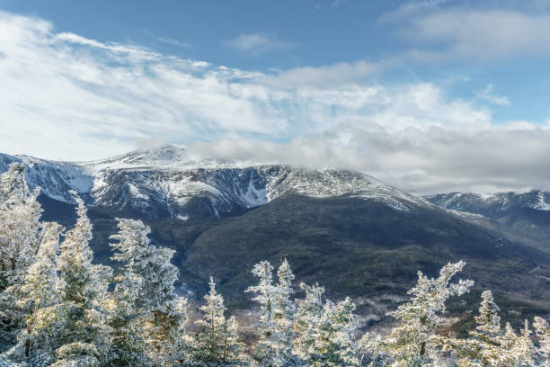 Winter mountains Snow covered pine trees in the White Mountains white mountains new hampshire stock pictures, royalty-free photos & images