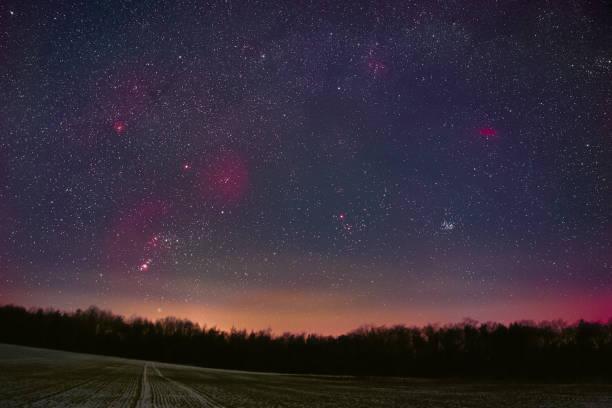 winter night sky - sternhaufen stock-fotos und bilder