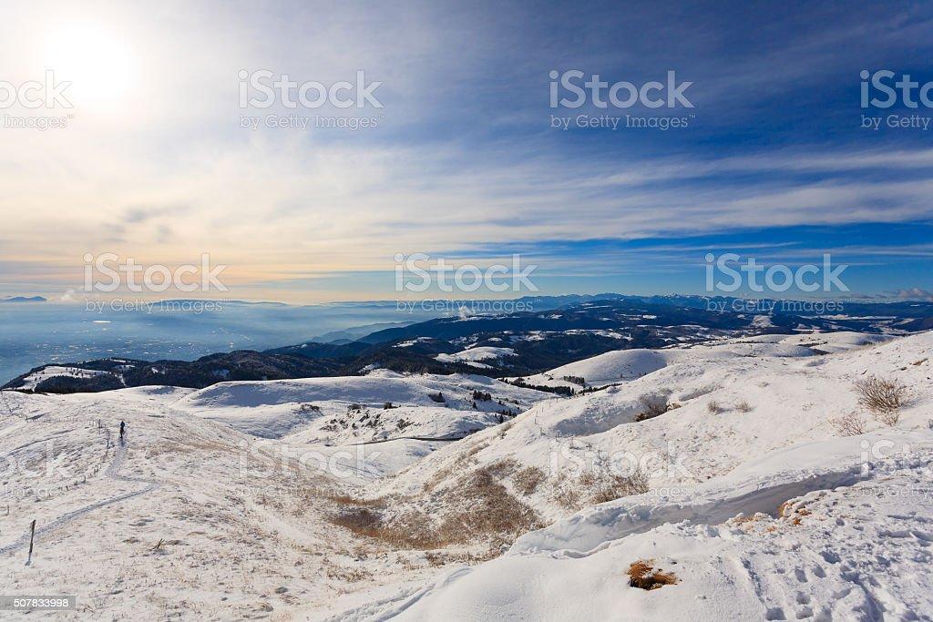 panorama invernale da Monte la Grappa, Italia - foto stock