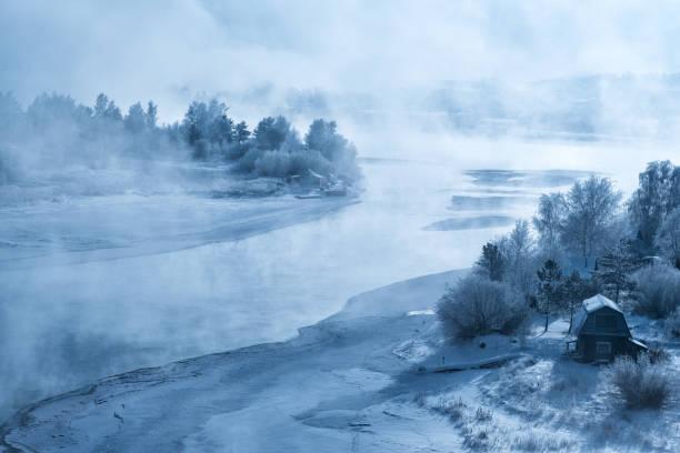winter river - siberië stockfoto's en -beelden