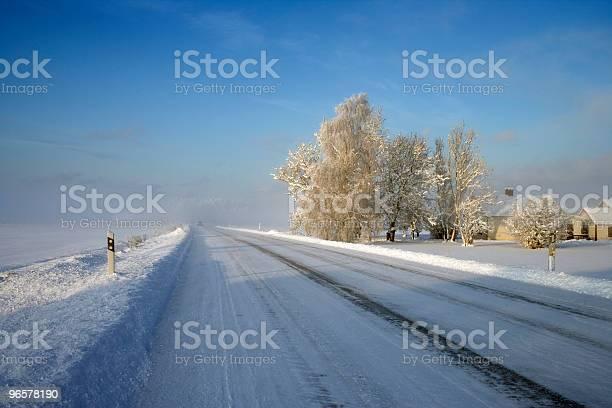 Estrada De Inverno Na Suécia - Fotografias de stock e mais imagens de Ao Ar Livre