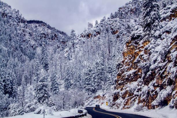 winter weg - arizona highway signs stockfoto's en -beelden
