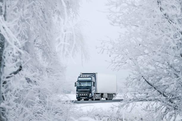 Winter-Straße Transport-LKW. – Foto