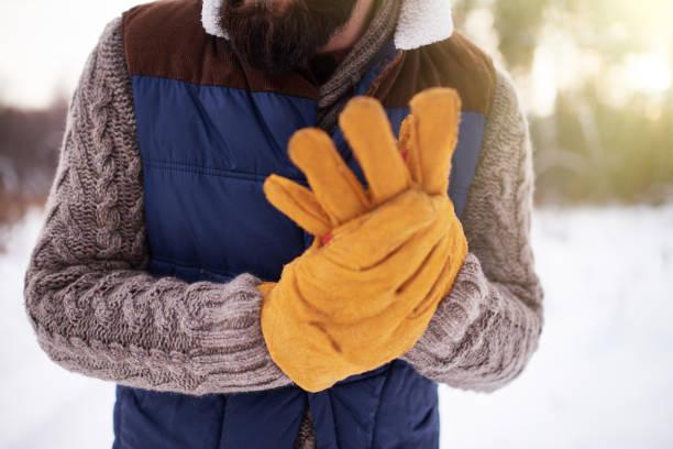 winter wintersaison - arbeitshandschuhe stock-fotos und bilder